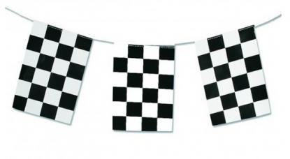 guirlande drapeaux damiers en plastique