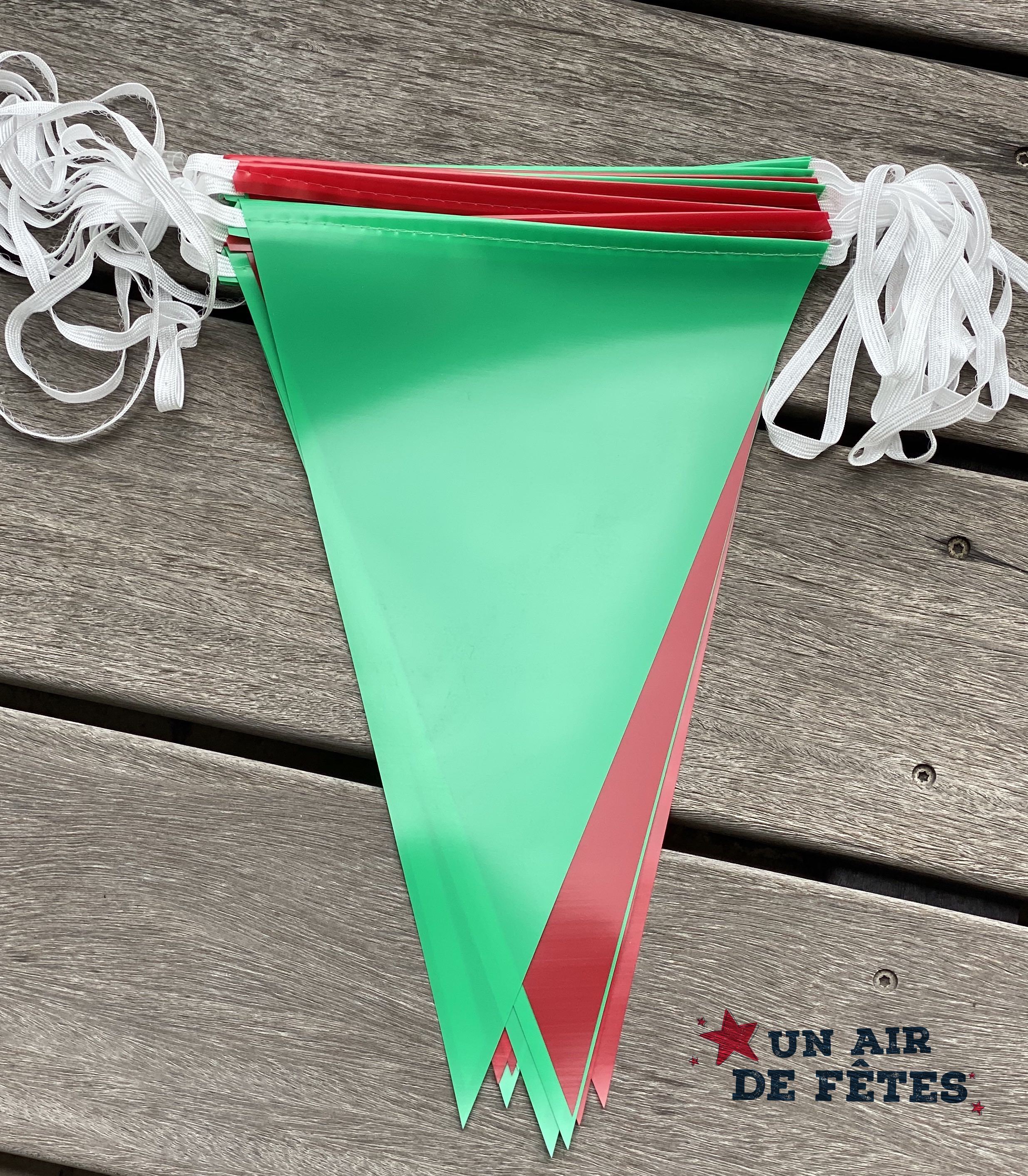 Guirlande fanions vert et rouge pour décorations de rues